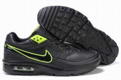 Ce sont constamment un classique de l'été que les femmes aiment , qui offrent beaucoup de la mode . chaussures ...